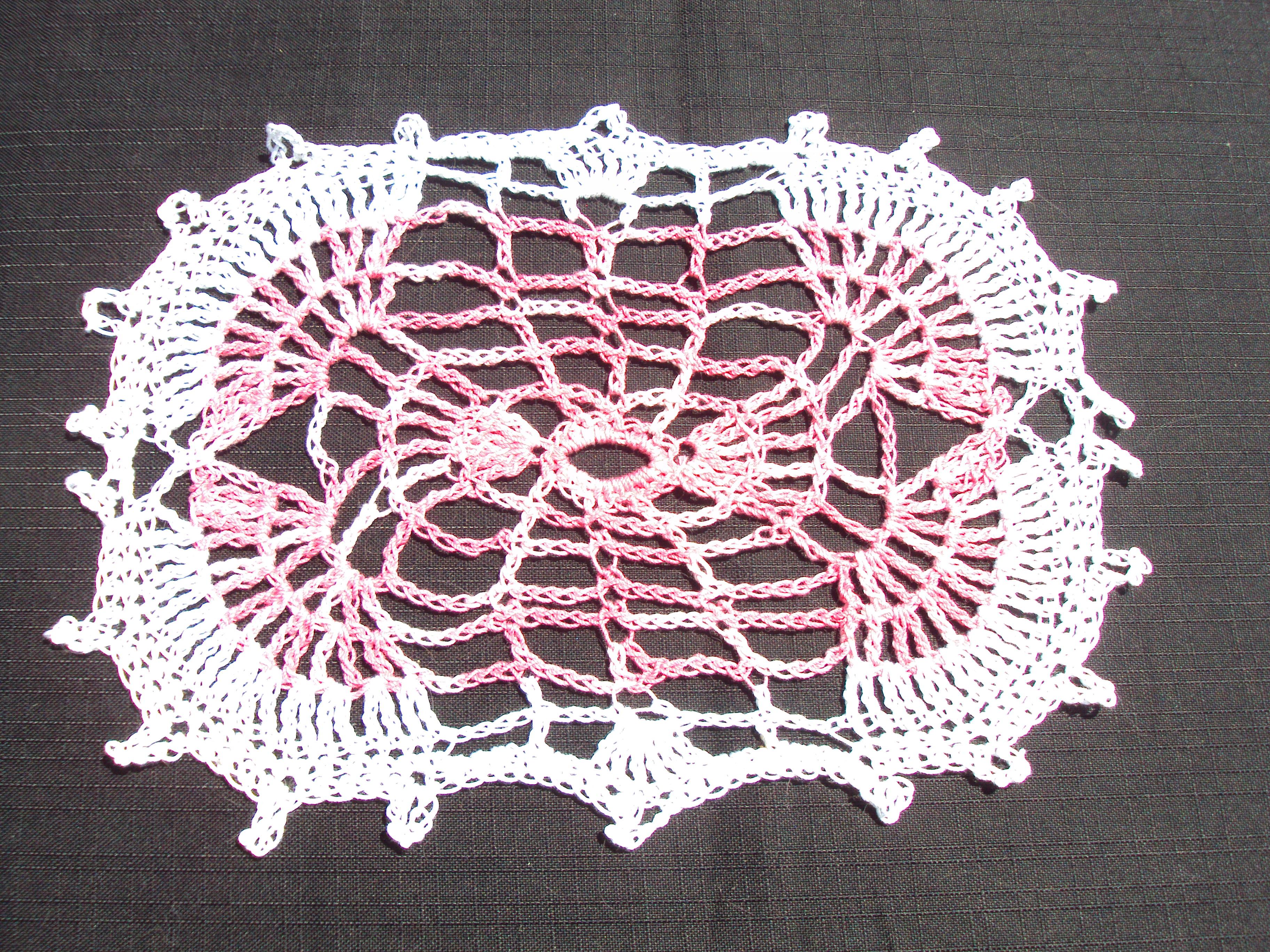 Grand Napperon Au Crochet pour napperon ovale - carré rose et blanc - chantal costumes